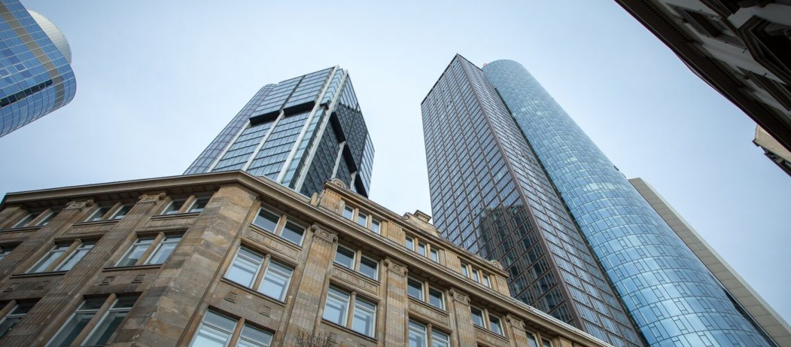 https://www.freepik.com/free-photo/low-angle-shot-high-rise-skyscrapers-clear-sky-frankfurt-germany_8943793.htm#page=1&query=bank&position=34